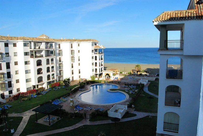 Marina-duquesa-manilva-spain-costa-del-sol-port-palm-sun-rent-view-pool-beach