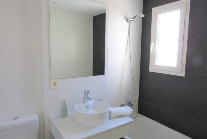 new-promotion-estepona-golf-valle-romano-residencial-bedroom-bath