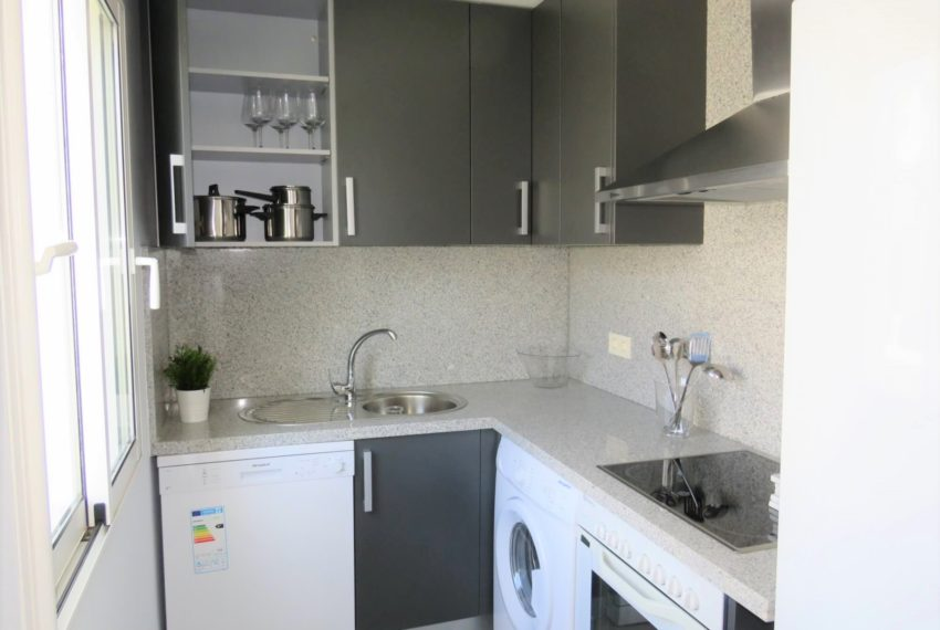 new-promotion-estepona-golf-valle-romano-residencial-bedroom-kitchen-2