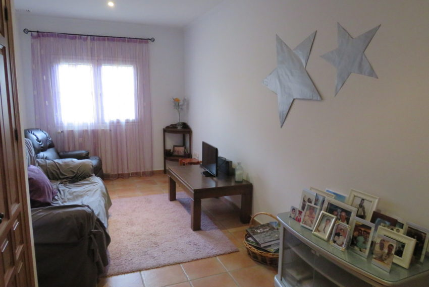 house-sotogrande-buy-spacious-good-quality-underground-parking-place-basement-4bedrooms-3