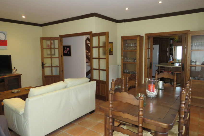 house-sotogrande-buy-spacious-good-quality-underground-parking-place-basement-4bedrooms-dinning-room