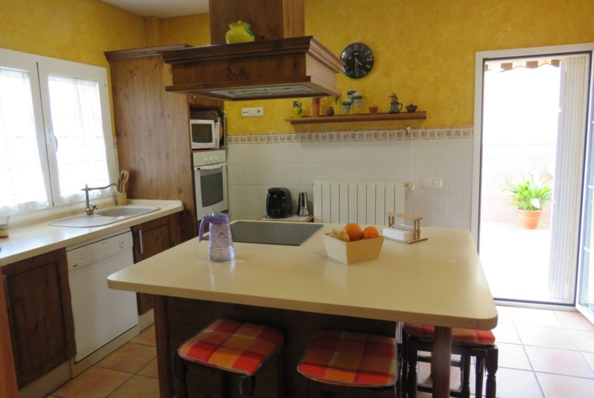 house-sotogrande-buy-spacious-good-quality-underground-parking-place-basement-4bedrooms-kitchen-2