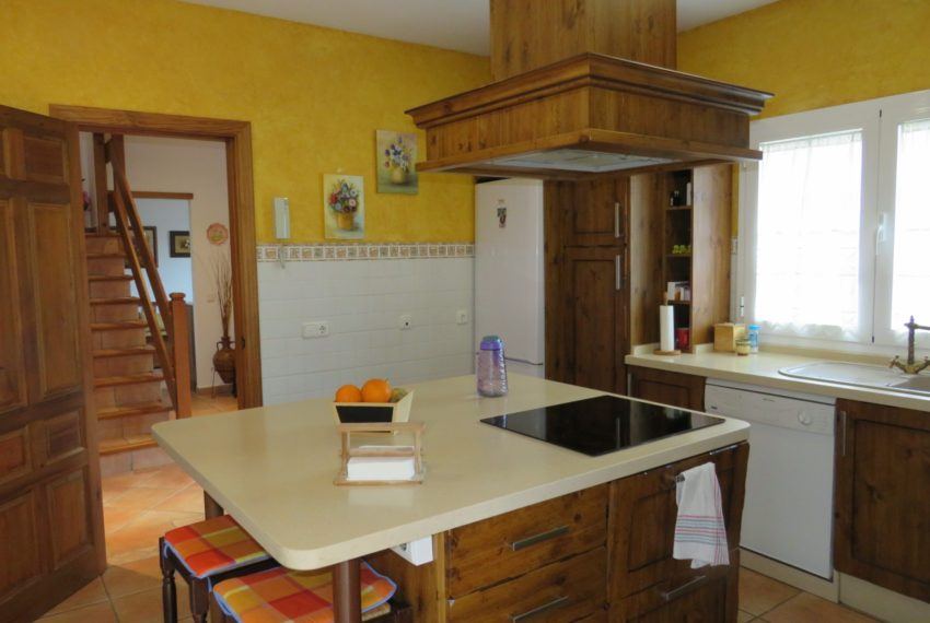 house-sotogrande-buy-spacious-good-quality-underground-parking-place-basement-4bedrooms-kitchen
