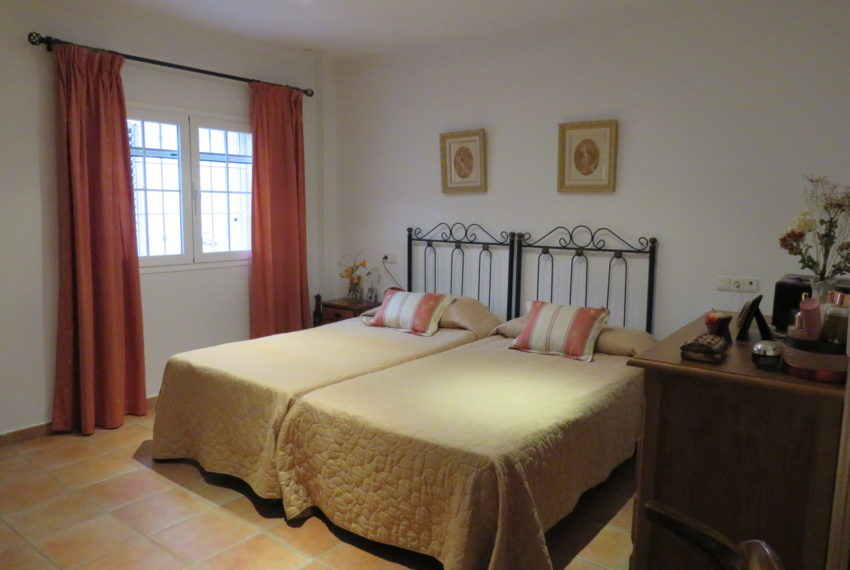 house-sotogrande-buy-spacious-good-quality-underground-parking-place-basement-4bedrooms-master-bedroom