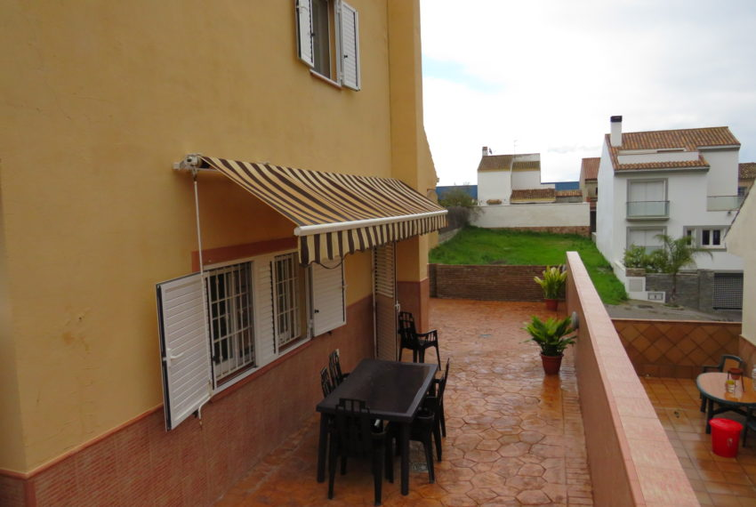 house-sotogrande-buy-spacious-good-quality-underground-parking-place-basement-4bedrooms-outside-space