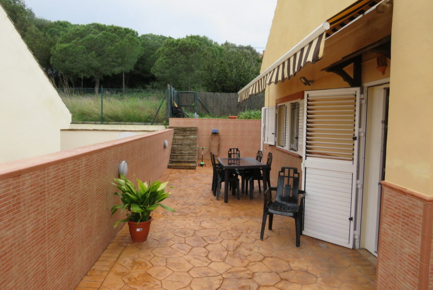 house-sotogrande-buy-spacious-good-quality-underground-parking-place-basement-4bedrooms-outside-terrace