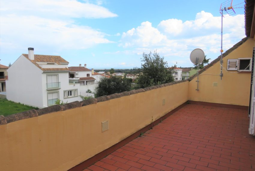 house-sotogrande-buy-spacious-good-quality-underground-parking-place-basement-4bedrooms-terrace