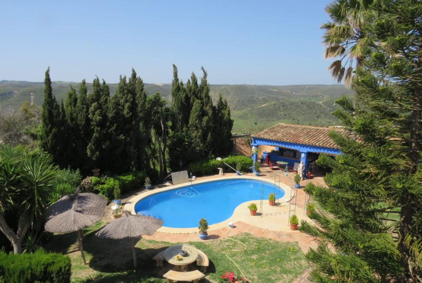 manilva-villa-buy-see-views-garden-terrace-the-pool-from-the-terrace