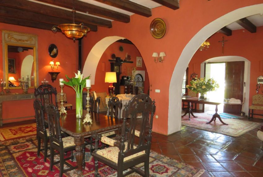 manilva-villa-buy-see-views-swimming pool-garden-terrace-dining-room