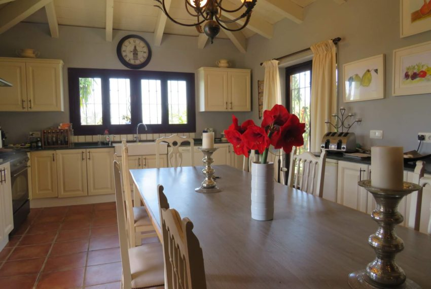 manilva-villa-buy-see-views-swimming-pool-garden-terrace-kitchen
