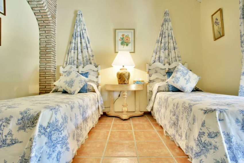 manilva-villa-buy-see-views-terace-garden-swimming-pool-bedroom2 (2)