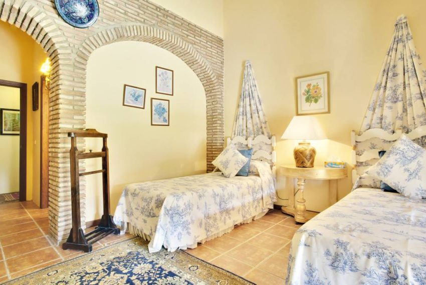 manilva-villa-buy-see-views-terace-garden-swimming-pool-bedroom2