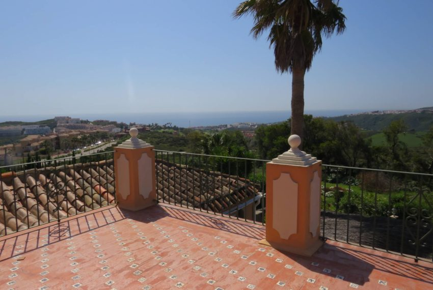 manilva-villa-buy-see-views-terrace-garden-swimming-pool