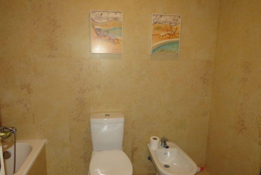 buy-2bedroom-apartment-duquesa-area-sea-views-manilva-bathroom