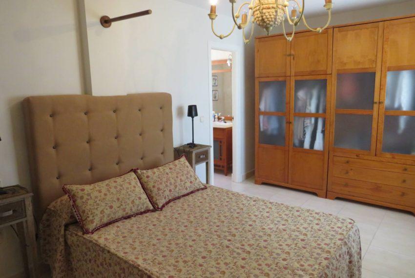 buy-2bedroom-apartment-duquesa-area-sea-views-manilva-main-bedroom
