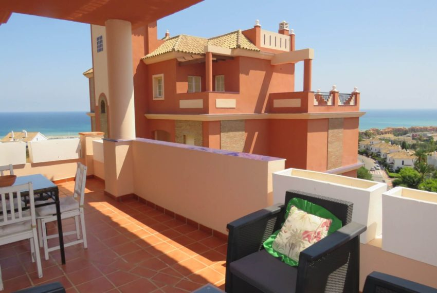 buy-2bedroom-apartment-duquesa-area-sea-views-manilva-terrace