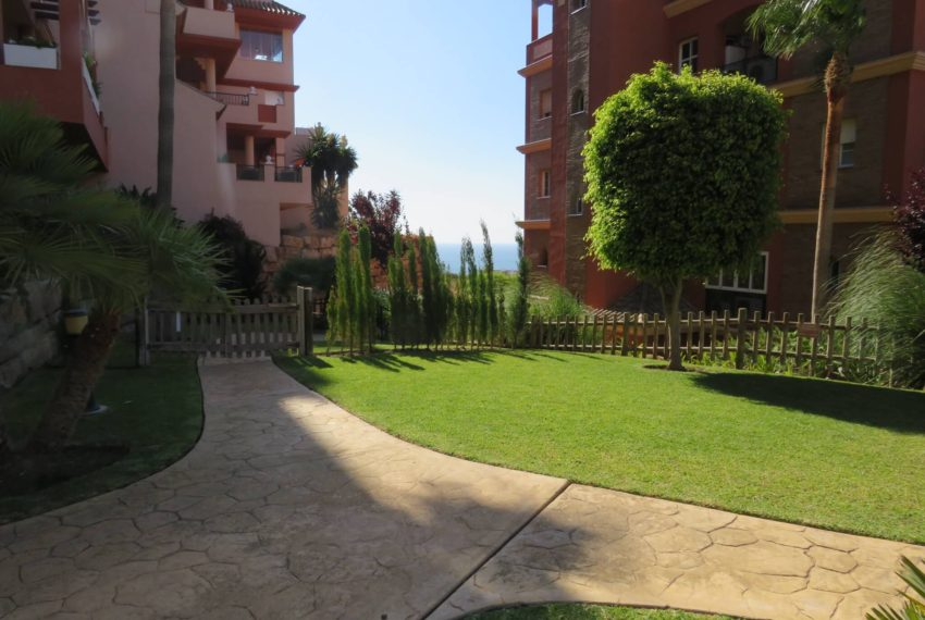 for-sale-apartament-duquesa-2-bedroom-2-bathroom-sea-views-swimming-pool-terrace-parking-leadog-paddle-community-zone