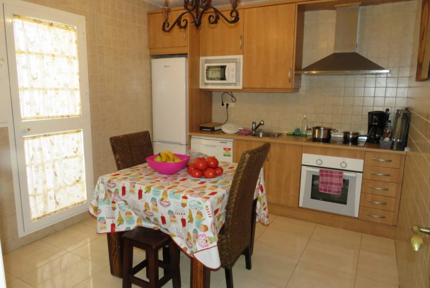 for-sale-apartament-duquesa-2-bedroom-2-bathroom-sea-views-swimming-pool-terrace-parking-leadog-paddle-kitchen