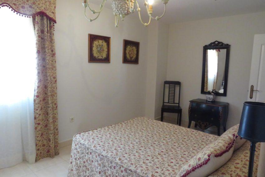 for-sale-apartament-duquesa-2-bedroom-2-bathroom-sea-views-swimming-pool-terrace-parking-leadog-paddle-main-bedroom (2)