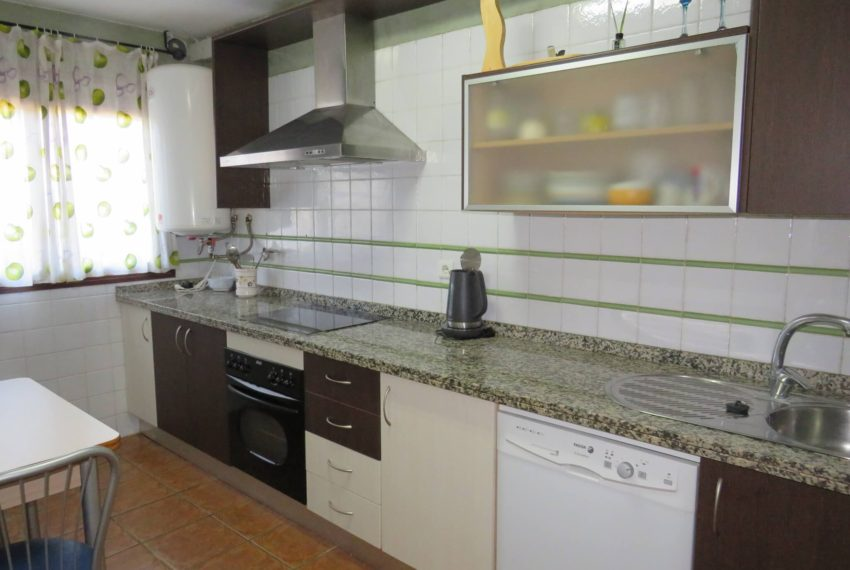 townhouse-buy-beach-side-3bedrooms-direct-access-pool-sea-views-casares-beach-kitchen