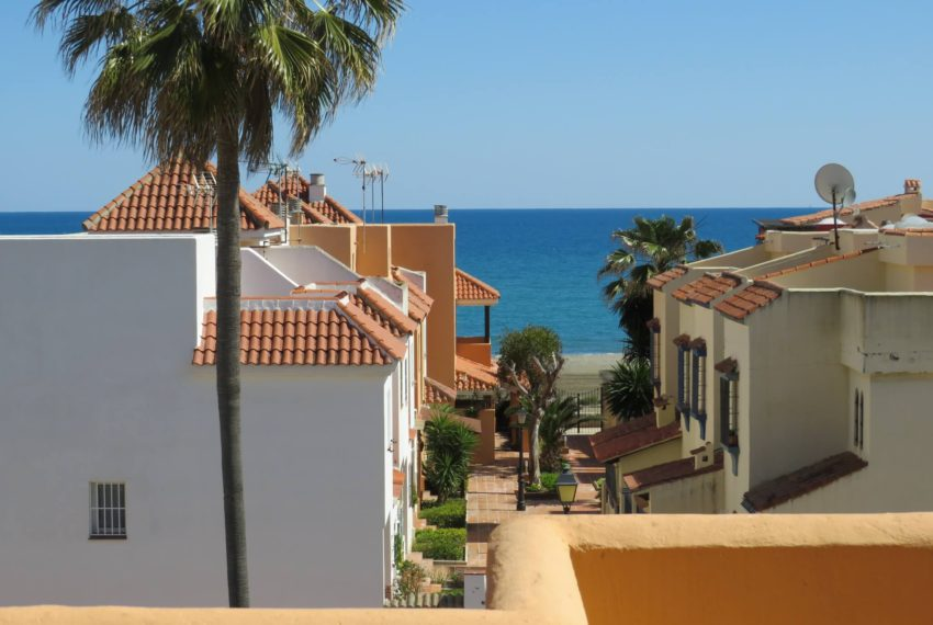 townhouse-buy-beach-side-3bedrooms-direct-access-pool-sea-views-casares-beach-solarium-views