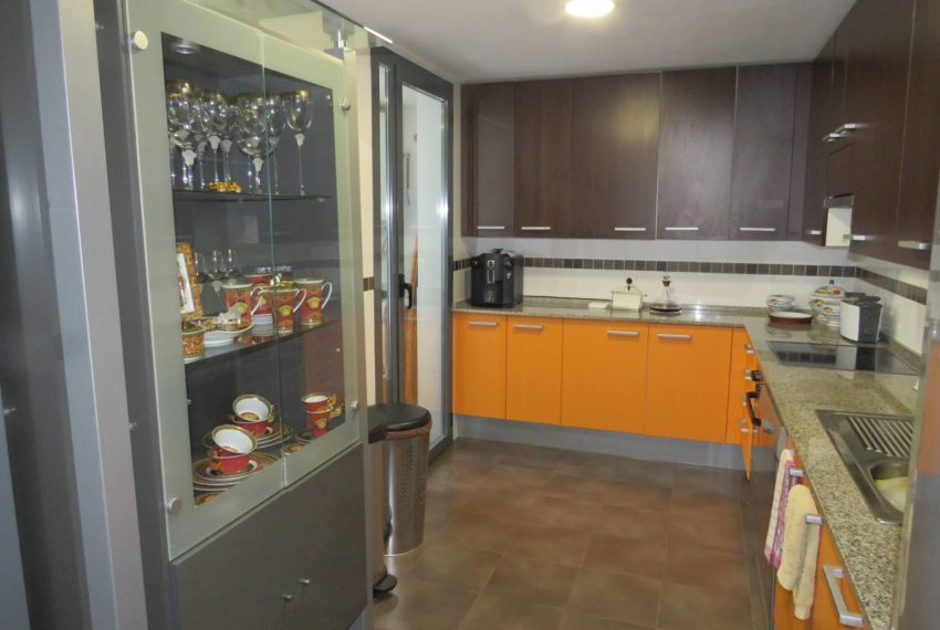 3bedrooms-apartment-sea-views-big-terrace-buy-doña-julia-casares-coast-south-west-orientation-kitchen