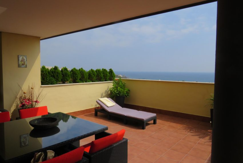 3bedrooms-apartment-sea-views-big-terrace-buy-doña-julia-casares-coast-south-west-orientation-sunbed