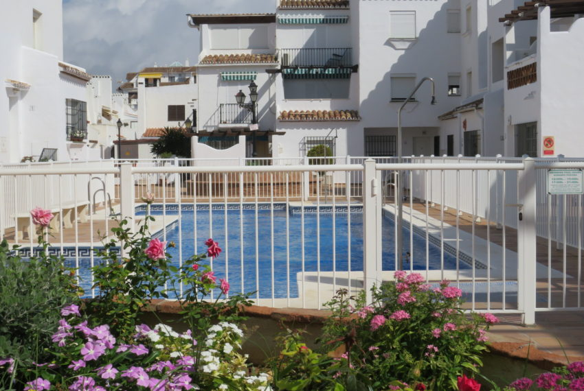 first line beach , duquesa port , 2 bedroms