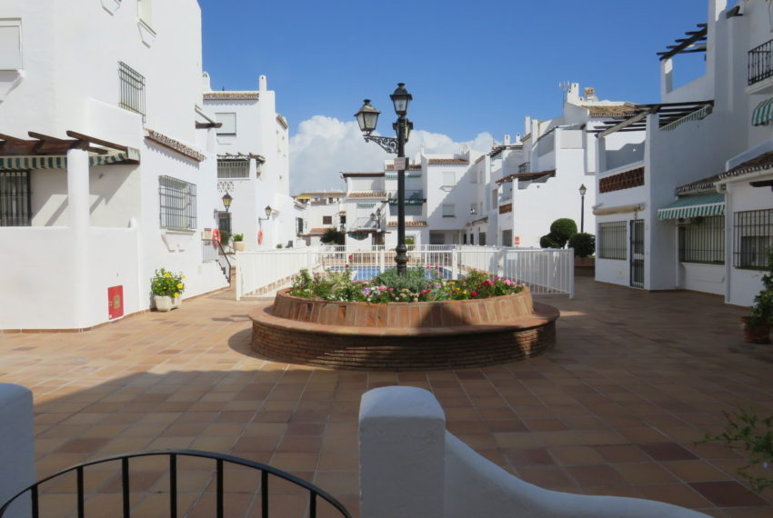 first line beach , duquesa port , 2 bedroms, comunity