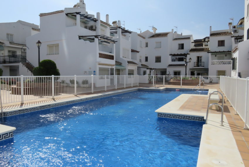 first line beach , duquesa port , 2 bedroms pool