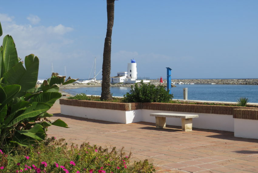 first line beach , duquesa port , 2 bedroms,beach