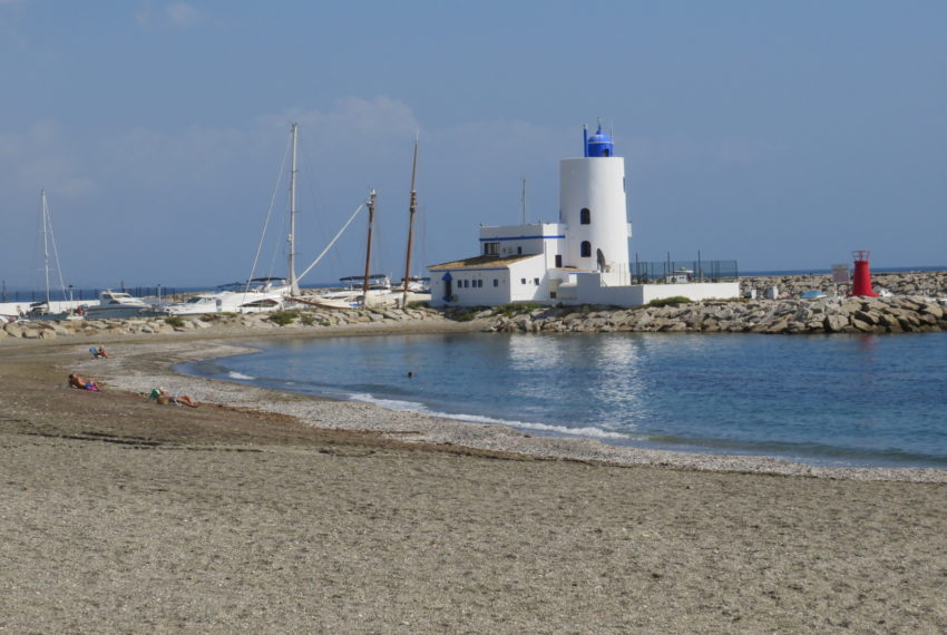 first line beach , duquesa port , 2 bedroms,beach views