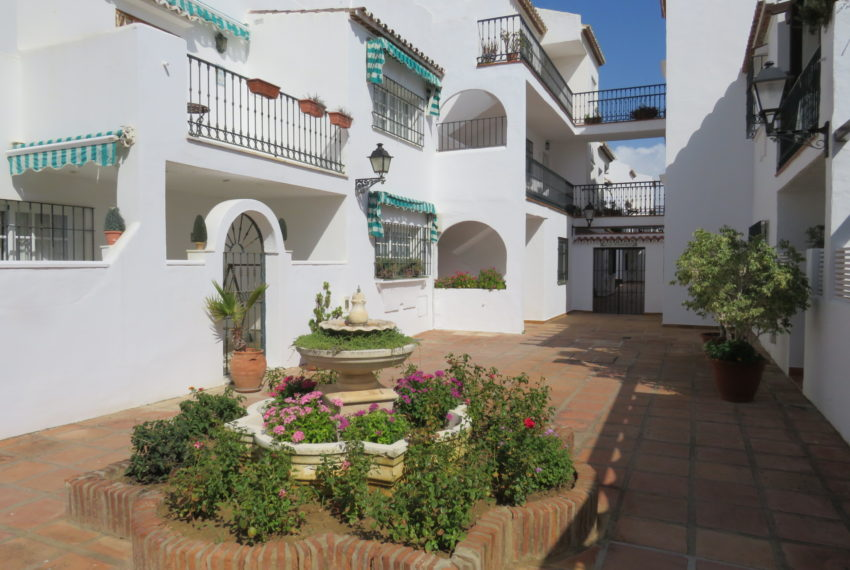 first line beach , duquesa port , 2 bedroms,comunal area