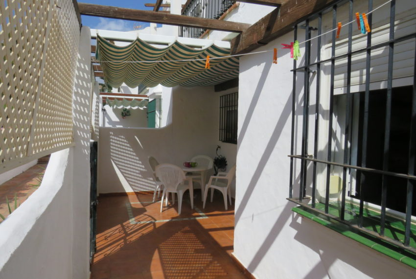 first line beach , duquesa port , 2 bedroms,patio